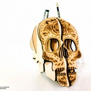 suport pixuri in forma de craniu