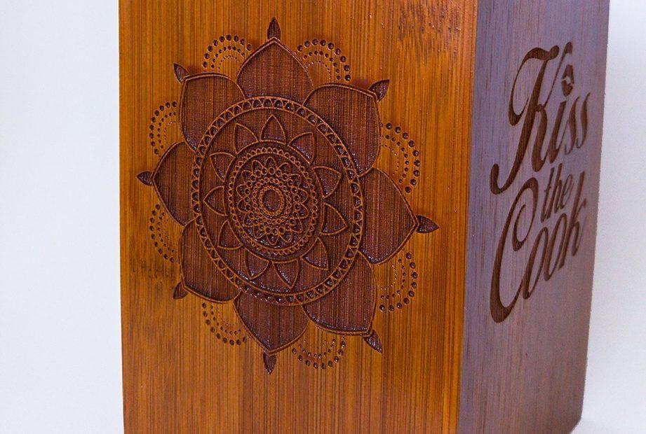 suport cutie bambus gravat mandala